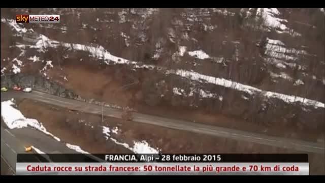 Caduta rocce su strada, la più grande pesa 50 tonnellate