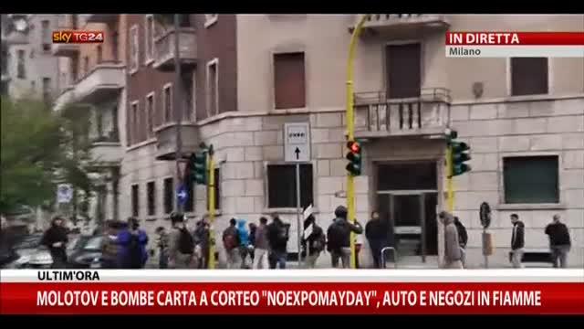 """Molotov e bombe carta a corteo """"Noexpomayday"""""""