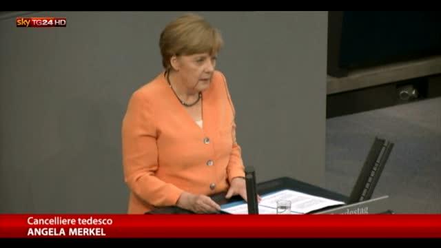 Merkel: Nessun negoziato su nuovi aiuti prima di referendum