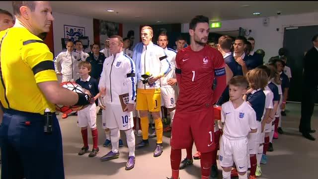 L'inno e il minuto di silenzio di Wembley