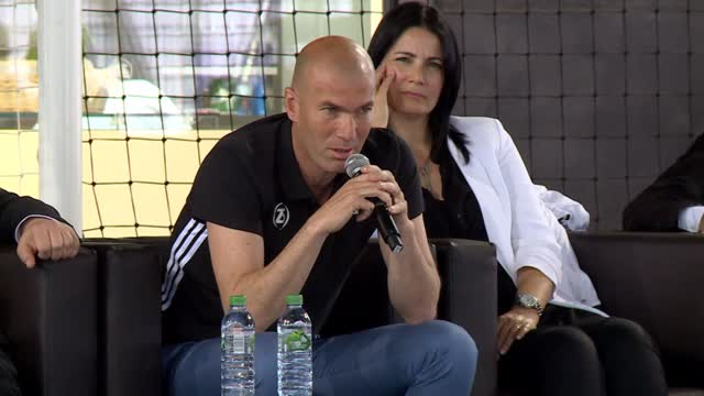"Futuro Zidane: ""Allenare la Francia o, magari, la Juventus"""