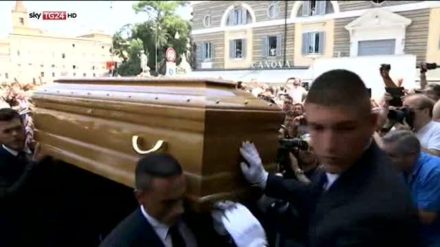 L'ultimo saluto al gigante buono, i funerali di Bud Spencer