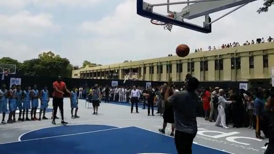 f17c7fa1df252a 1506690508836 nba-kevin-durant-inaugura-un-playground-in-india videostill 1.jpg