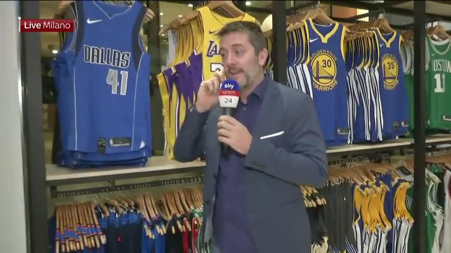 NBA Store  porte aperte a Milano nel primo negozio d Europa  c931413f4ee3