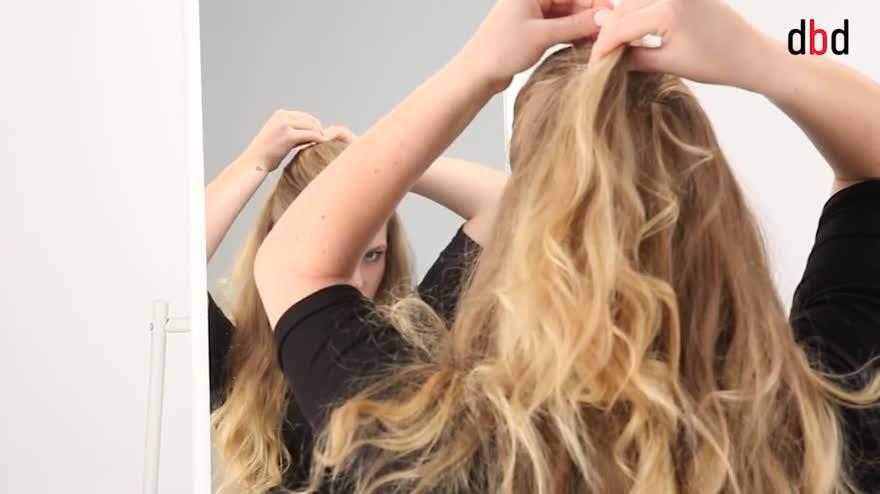 Video tutorial pettinatura: capelli raccolti dietro