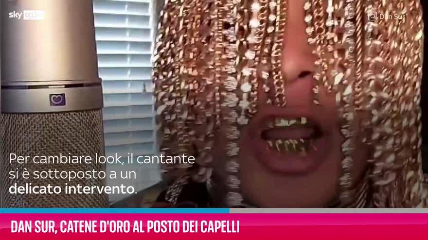 VIDEO Dan Sur, catene d'oro al posto dei capelli