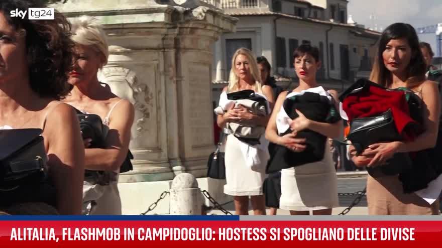 Alitalia, flashmob delle hostess in Campidoglio