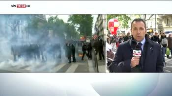 Primo maggio, scontri a Parigi  feriti 3 agenti