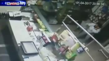 Killer in fuga, in un video l'assalto al bar di Budrio