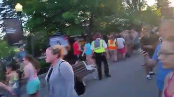 Salvataggio mozzafiato al parco divertimenti !!!