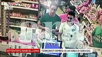i terroristi ripresi in area di servizio