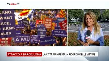 Attentato Barcellona, la città manifesta in ricordo delle vittime