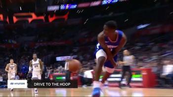 NBA, recupero e assist sotto le gambe per Jawun Evans