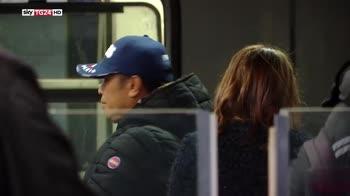Donna travolta dalla metro, video mostra uomo che la spinge