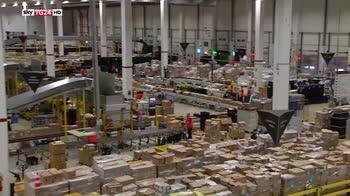 Amazon braccialetto elettronico per monitorare i lavoratori