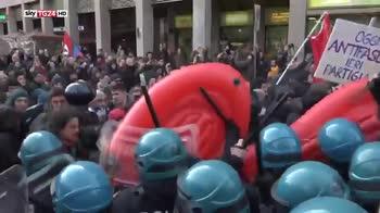 Corteo contro Casapound, tensioni tra antifascisti e polizia