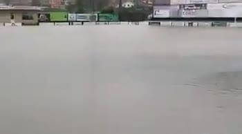 Spagna, rinviata una partita di B: il campo è una piscina