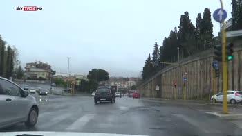 Pioggia e vento su Roma, donna ferita da albero