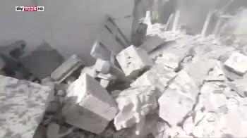 Guerra in Siria, secondo May messaggio per chi usa armi chimiche