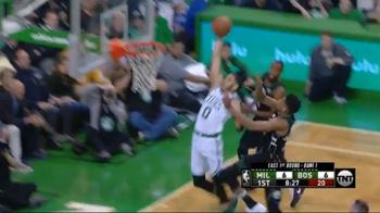 NBA, la schiacciata di Jayson Tatum contro i Bucks
