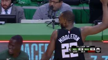 NBA, la tripla di Khris Middleton manda in OT gara-1