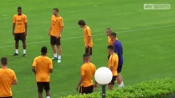 Roma players wear 'Forza Sean' t-shirts