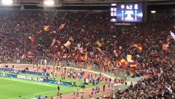 """""""Grazie Roma"""". I tifosi giallossi applaudono la squadra"""