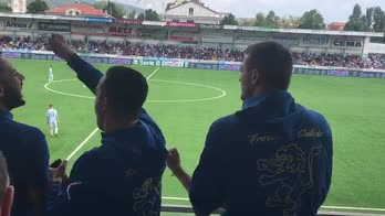 Frosinone, l'esultanza in tribuna al gol di Dionisi