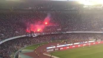 Napoli, i tifosi salutano la squadra