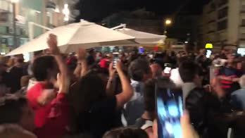 Segna il Cosenza: Piazza Bilotti esplode così