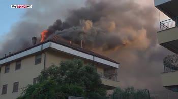 Incendio ad arese, 30 famiglie evacuate