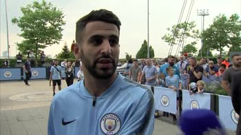 Mahrez meets Manchester City fans