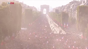 parigi i francesi accolgono i campioni del mondo