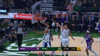NBA, super stoppata di Giannis Antetokounmpo contro i Kings