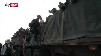 Carovana migranti, in 400 arrivati a Tijuana al confine con gli USA