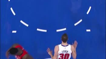 NBA: la schiacciata di Jon Leuer contro New Orleans