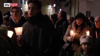 Tragedia Corinaldo, in migliaia alla fiaccolata degli studenti per le 6 vittime