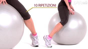 Corso di ginnastica post gravidanza: esercizi in appoggio sulla fitball