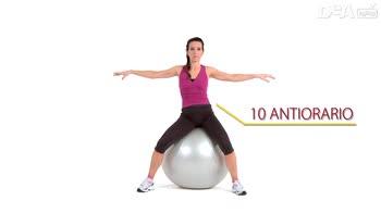 Corso di ginnastica post gravidanza: esercizi da sedute sulla fitball