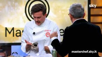 Gilberto si taglia davanti agli occhi dello chef Barbieri