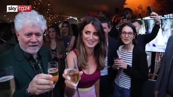 Cannes, Almodóvar in gara con il suo film più autobiografico