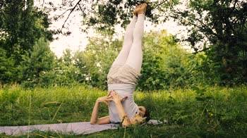 Yoga per bambini: Niralamba Sarvangasana