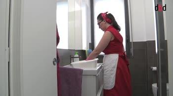 Housekeeping - Le pulizie settimanali in bagno: i sanitari