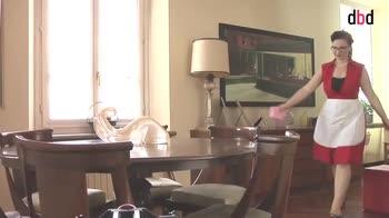 Housekeeping - Le pulizie quotidiane e settimanali del salotto: riordinare e spolverare