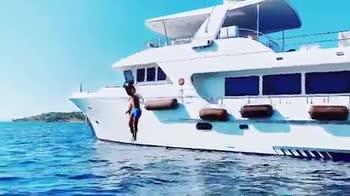 Morata, che tuffo dallo yacht con la sua Alice