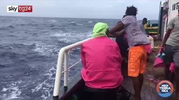 Tre migranti evacuati dalla Mare Jonio per motivi di salute