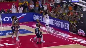 Mondiali Basket: la schiacciata di Donovan Mitchell
