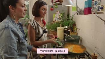 La cucina delle ragazze – Spaghetti alla crema di peperoni e caprino