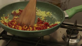 La cucina delle ragazze – Hamburger di salmone con caprino e chorizo