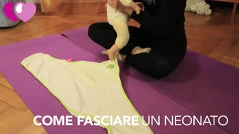 video fasciatura corretta del neonato
